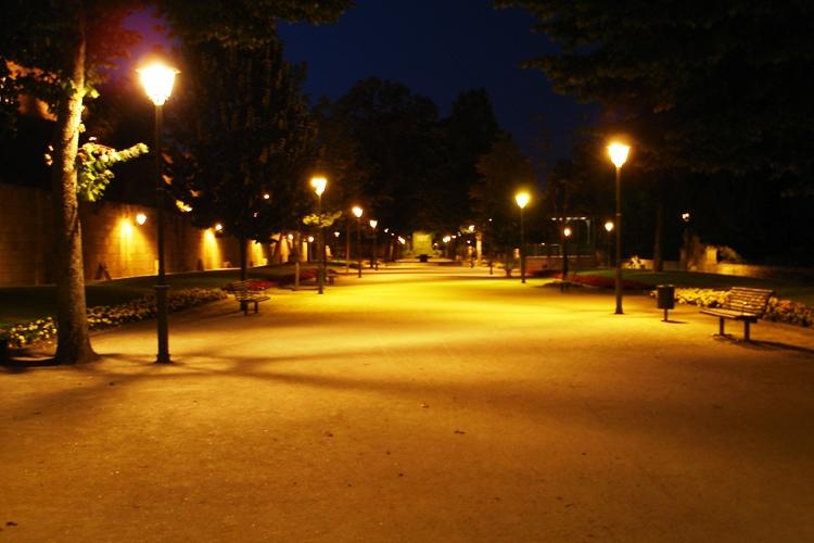 Vista noturna do Jardim da Carreira