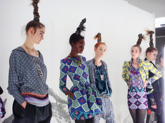 Erin Beatty e Max Osterweis estabeleceram em Nova Iorque a marca Suno, recentemente nomeada para os CFDA Awards entre os talentos emergentes na moda norte-americana. O seu estilo pauta-se pela descontração e pelo bom humor que se traduz em paças aparentemente confortáveis, com inúmeros padrões em justaposição e cores apelativas.