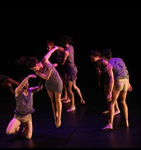 A adaptação de Lago dos Cisnes da Companhia foi feita em Dança Contemporânea.